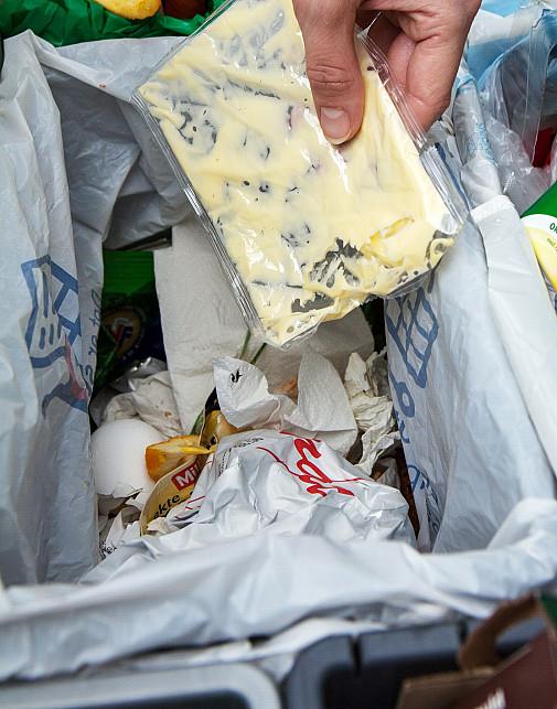 Plastemballasjen skal være tom og ren